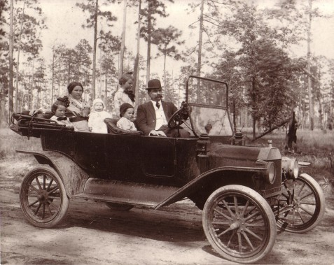 Dr. George Hill Folsom, wife Mattie and the children.