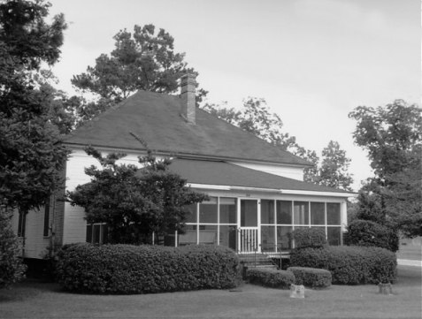 For a time, Pleamon and Minnie Sirmans made their residence at this Ray City, GA Home.