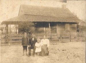 Homeplace of Rachel Smith and Jay Sirmans. Left to right: John Hardeman Sirmans, Jay Sirmans, Jay Mitchell Sirmans, and Rachel Smith Sirmans. The Jay Sirmans home was located about 3 miles out of Ray City on what is now Cherokee Rose Road. Image courtesy of http://berriencounty.smugmug.com/