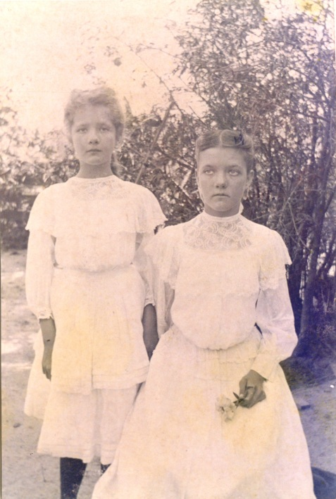 Laurie Inez Knight (left) and Ruby Texas Knight (right), of Ray City, GA.