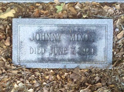 Gravemarker of Johnny Mixon, died 7 Jun 1920, New Bethel Baptist Church Cemetery, Lowndes County, GA