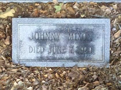 Gravemarker of Johnny Mixon, died 7 Jun 1920, New Bethel Baptist Church Cemetery, Lowndes County, GA