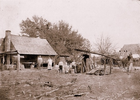 Cane grinding in Berrien County, GA circa 1913 on the farm of Simmie King.  Image courtesy of berriencountyga.com.