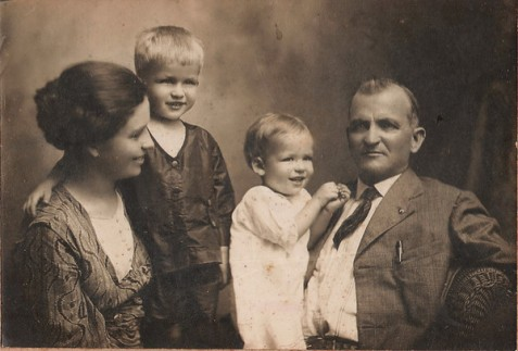 "Family of James Henry ""Jim"" Gaskins and Charity Maybelle ""Belle"" (Strickland), circa 1920. Children are Homer Lee Gaskins(L) and Daniel Bates Gaskins (R). In the 1920s James Henry Gaskins was Clerk of the Superior Court of Berrien County, GA. Image courtesy of http://berriencountyga.com/"