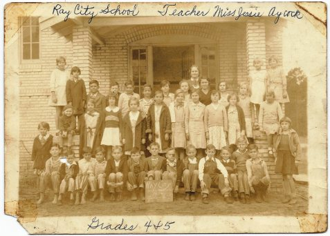 Ray City School, 1934, Grades 4 and 5. Ray City, Berrien County, GA. Image courtesy of Edith Mayo.