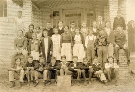 Ray City School, 1934, Grades 7 and 8. Ray City, Berrien County, GA. Image courtesy of www.berriencountyga.com