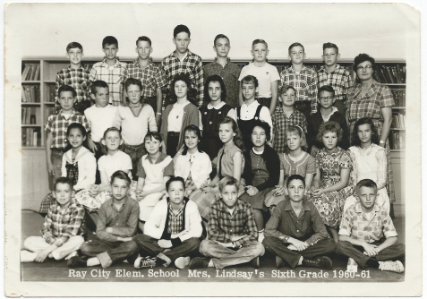 Ray City Elementary School. Mrs. Lindsay's Sixth Grade 1960-61.