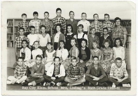 Ray City Elementary School. Mrs. Lindsay's Sixth Grade 1960-61.