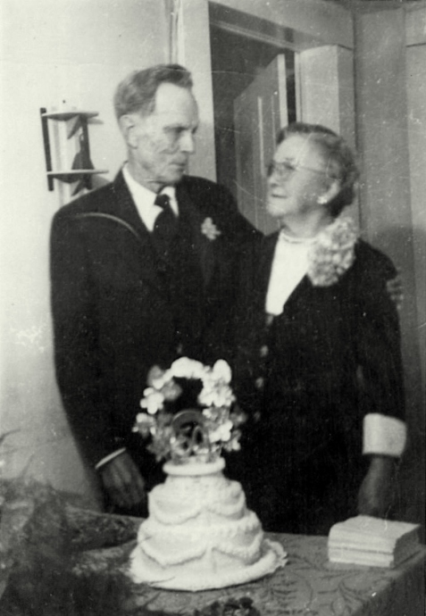 50th wedding anniversary of Chloe Ann Gardner and Joseph Henry Pascal Johnson, 1949. Image courtesy of Julie Hutson.
