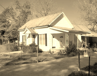 2008 photo of Chloe Gardner Johnson's home on Jones Street, Ray City, GA.