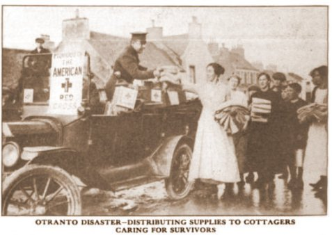 otranto-disaster_distributing-supplies