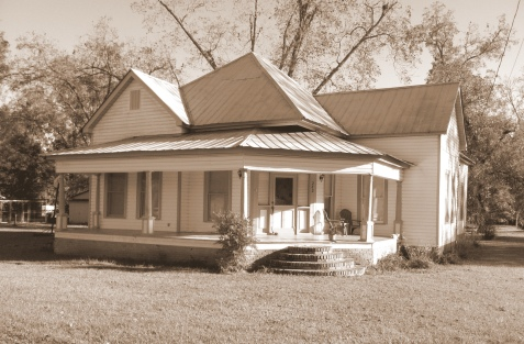 Perry L. Pittman and family lived in this Ray City, GA home in the 1940s.