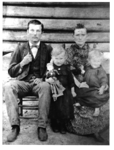 Orvil A. Knight with his first wife, Ellen Cook, and daughters Callie (middle) and Cordia (right.)  Image courtesy of www.berriencountyga.com