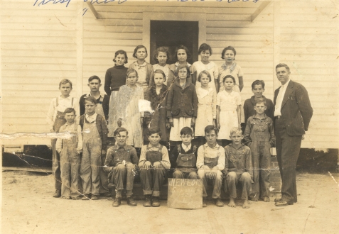 New Lois consolidated school, 4th, 5th, 6th Grades, 1933-34 the first year the school was opened. Identified front row left to right: Lucian Parrish, William Forehand, Elby Ray, –––––––– Buckholt, Lamar Weaver, Ronald Parrish, Alton Akins, Pete Akins, Bernys W. Peters. Second row: Amos Luke, C.H. Ray, Lucille Knowles, Camilla Comer, Edna Francis Fountain, Rudelle Lee, Alma Luke, Clementine Mickell. Back row: Hazel Sirmans, ––––––– Fountain, Myrtice Jordan, Helen Griffin, Verna Jordan, Lawanna Griffin. Image courtesy of www.berriencountyga.com