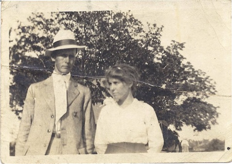 Lester Griffin and Lizzie Griffin, 1917.  Image courtesy of Alan K. Griffin.