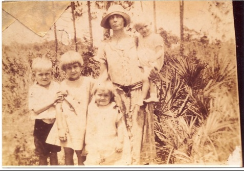 Lizzie Griffin and Children.  Image courtesy of Alan K. Griffin.