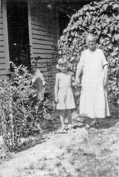 Eliza Allen Knight with her granddaughter, Carolyn Swindle, daughter of Henry and Kathleen Knight Swindle.  Image courtesy of Bryan Shaw and the Berrien Historical Foundation www.berriencountyga.com
