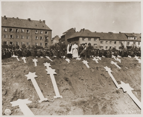 holocaust-graves-at-Schwerin