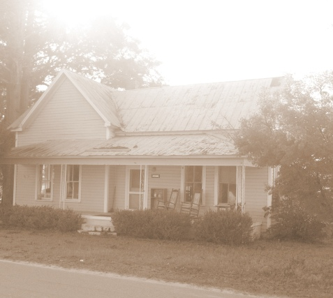 Arlie and Marvin Purvis lived in this Ray City, GA home in the 1940s.