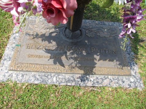 Grave of Elizabeth Kaye Patten, Woodlawn Memorial Gardens, Adel, GA. Image source: Cat