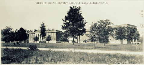 Second District Agricultural College, photographed 1918.