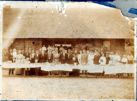 Hardeman Sirmans Home just north of Ray City, about 1910. The photo was taken after the death of Hardeman, however his wife, Betsy Knight Sirmans is seated at the table, center. Photo courtesy of Patricia Sirmans Miller and the Berrien County Historical Foundation http://berriencountyga.com/