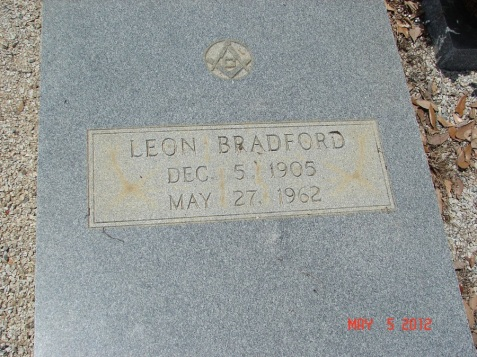 Grave of Leon Bradford, Barber of Ray City, GA. Image source: Robert Strickland