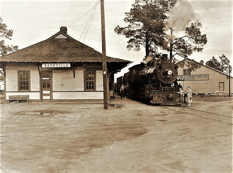 Georgia and Florida Railroad, January, 1955. Wendell and Necie Rogers with Engine 507 at the Nashville, GA depot. Image courtesy of www.berriencountyga.com