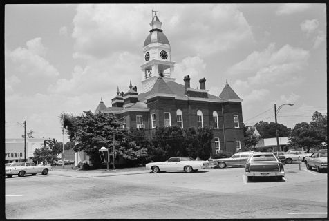 Courthouse, Nashville, GA. June 13, 1977. https://www.loc.gov/item/afc1982010_17342_1/